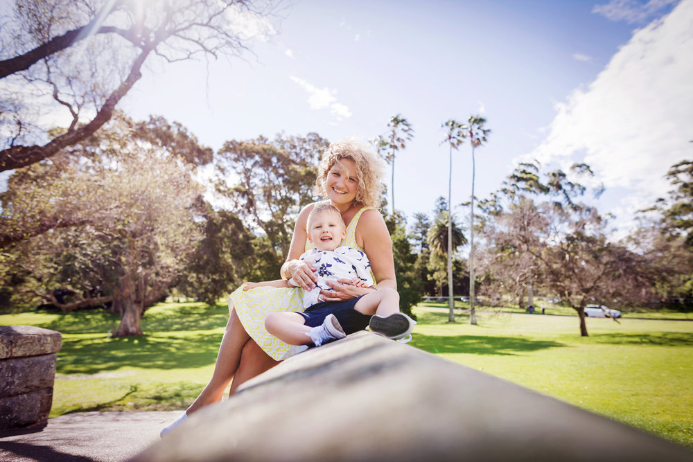 A pretty motherhood portrait in Sydney by Cindy Cavanagh