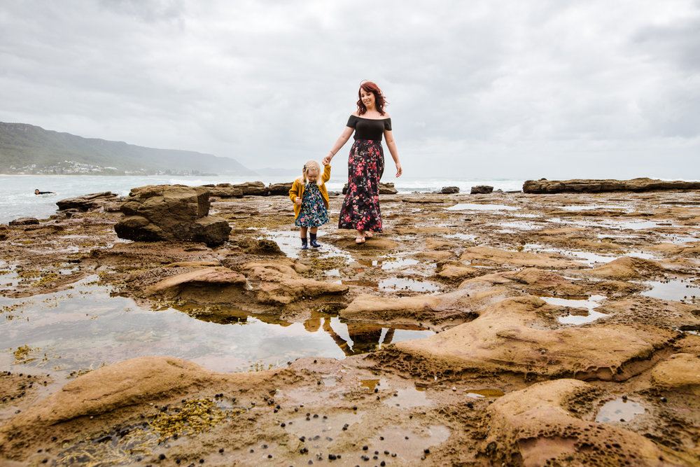Portrait-of-motherhood-on-the-beach-sydney