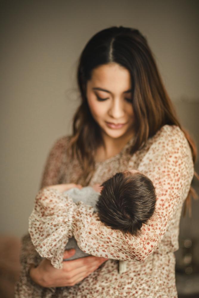 sydney-newborn-photography-a-mum-hugs-her-baby