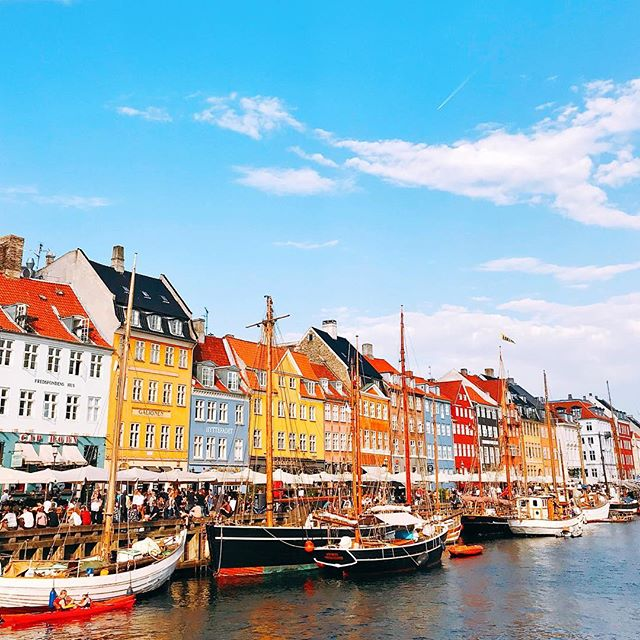 I want to move to Copenhagen, buy a boat and spend my days cruising the canals, soaking up the sun. ☀️