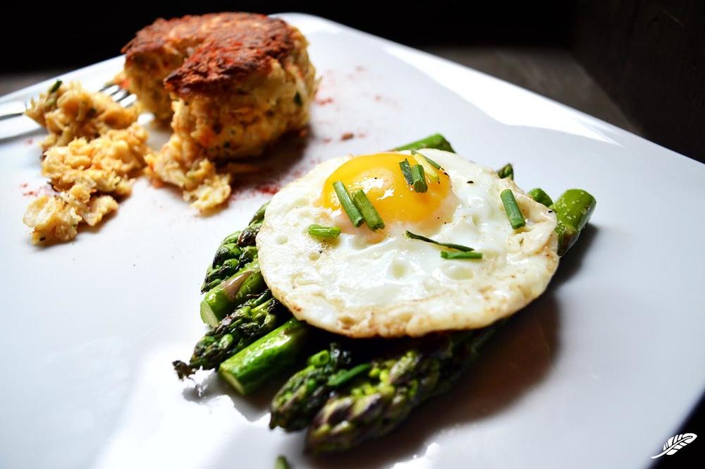 cheeskitch-160501-egg-over-asparagus-1500.jpg
