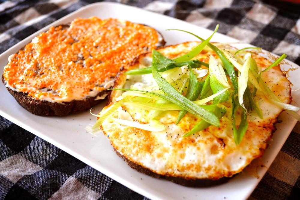 cheeskitch-160803-egg-sandwich-2-1500.jpg
