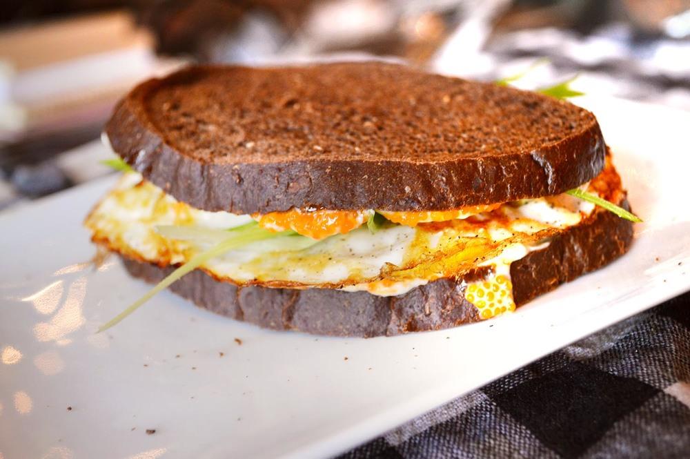 cheeskitch-160803-egg-sandwich-3-1500.jpg