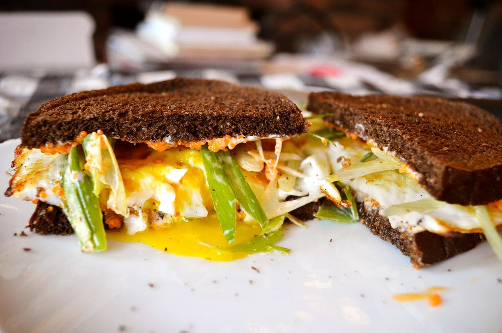 cheeskitch-160803-egg-sandwich-split-2-1500.jpg