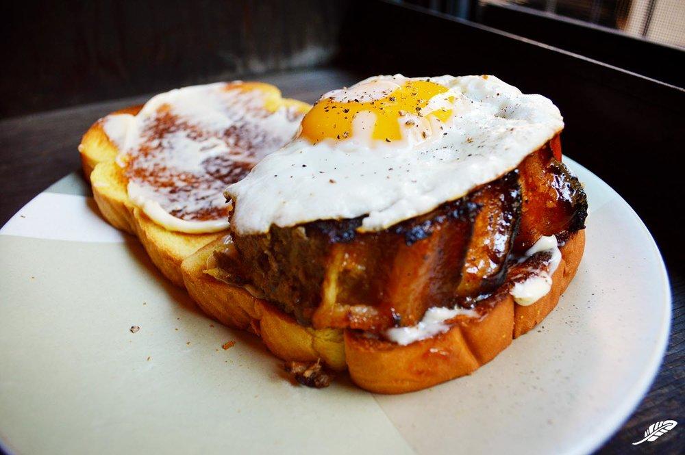 cheeskitch-161204-beef-bacon-meatloaf-egg-sandwich-1-1500.jpg