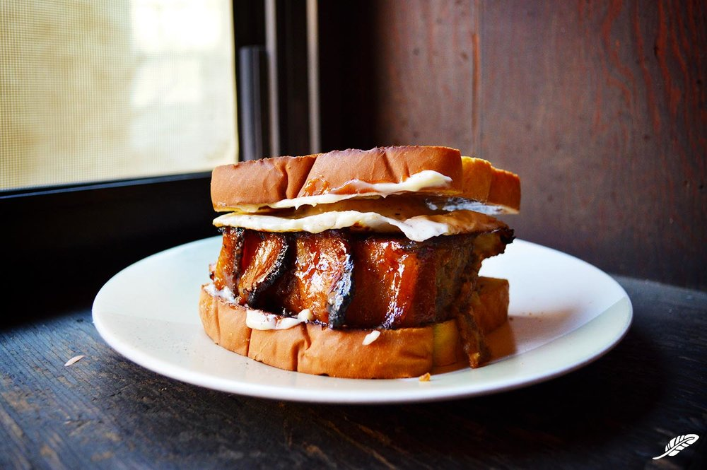cheeskitch-161204-beef-bacon-meatloaf-egg-sandwich-2-1500.jpg