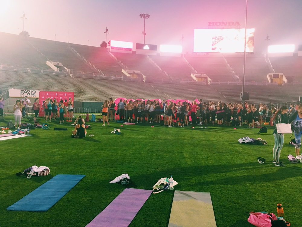 night time at the rose bowl