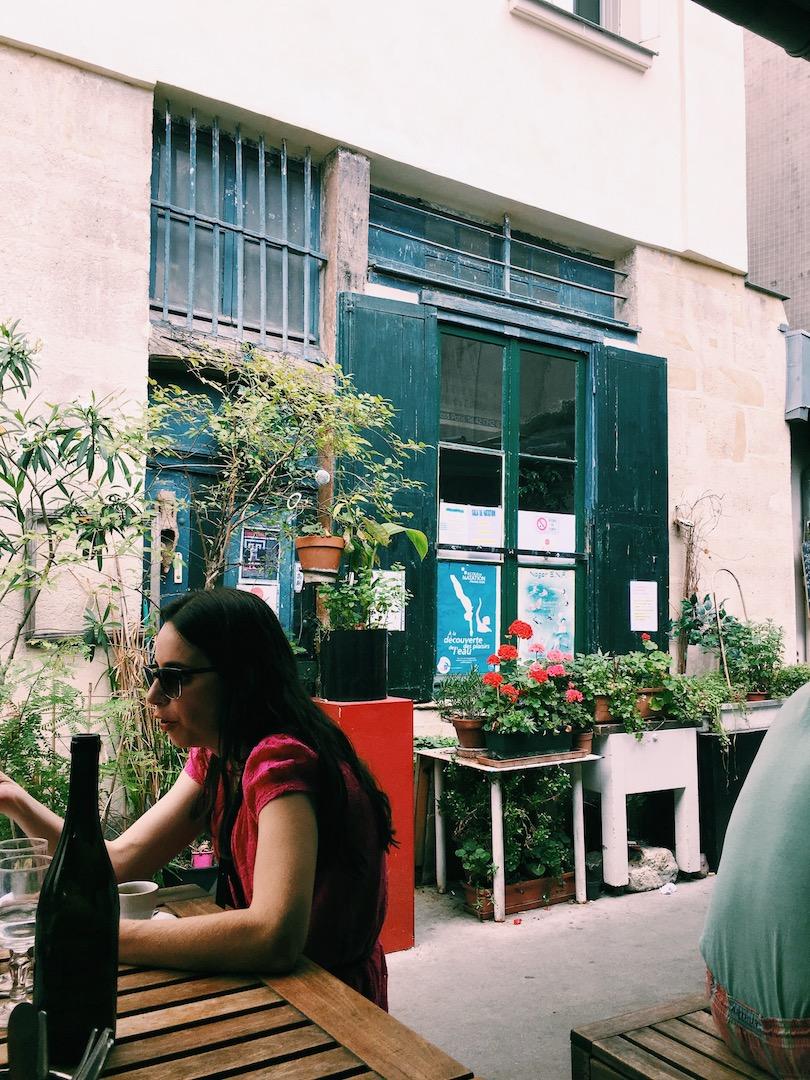 outside-seating-area-marche-des-enfants-rouge.JPG