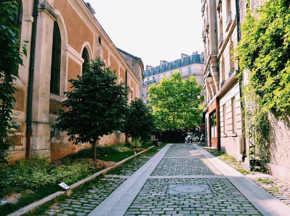strolling-through-paris.JPG