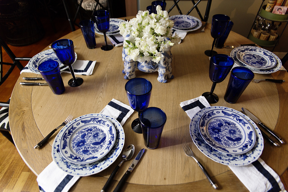 a beautiful blue white table setting. Black Bedroom Furniture Sets. Home Design Ideas