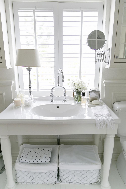 White Bathroom 003 copy.jpg