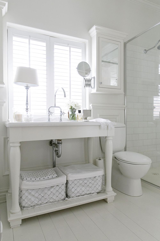 White Bathroom 008 copy.jpg