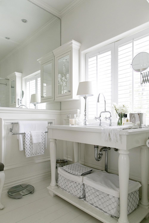 White Bathroom 015 copy.jpg