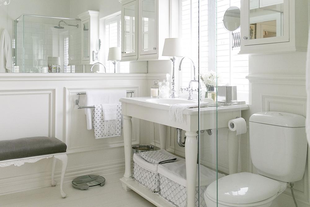 White Bathroom 014 copy.jpg
