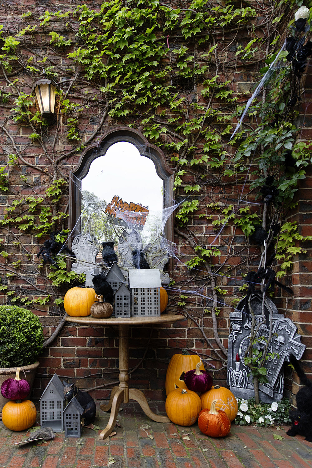 Halloween Decor 001 copy.jpg