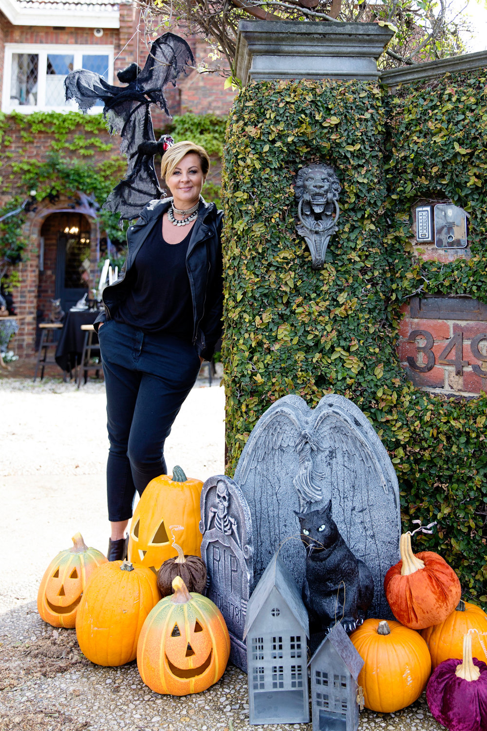 Halloween Decor 045.jpg