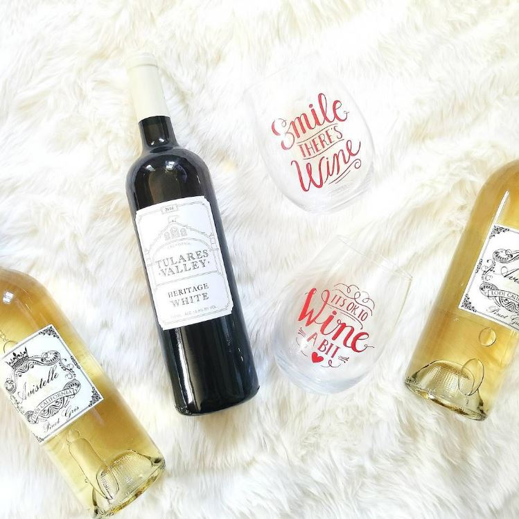 Cheers to the weekend everyone!! Download the @minibardeliveryapp today and score $20 off on your first order of $40 or more with code LAURAYODER! Minibar brings your favorite wines or other alcohol right to your doorstep making your next get-together super easy to plan.😘🥂🍸 #MyPrettyLife