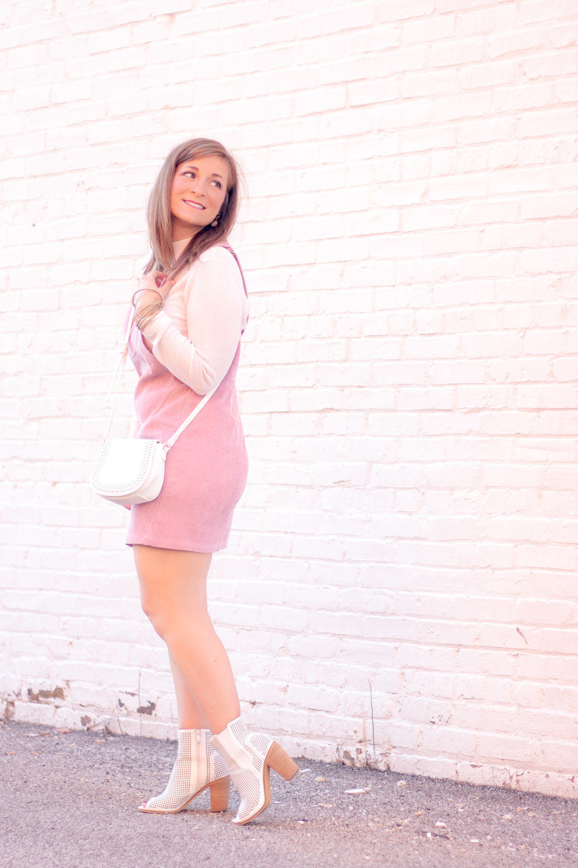 how-to-wear-a-corduroy-dress.jpg