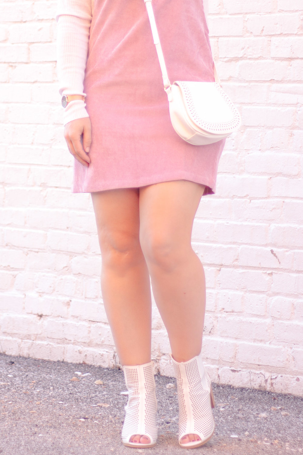 white-boots-outfit.jpg