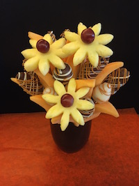 Butter Cup Bouquet  One of our most popular bouquets. Milk and white chocolate covered strawberries and apples with swirls of butterscotch.  Cantaloupe  wedges and pineapple daisies make this one of our favourites.  $46/$56/$66   Send Request