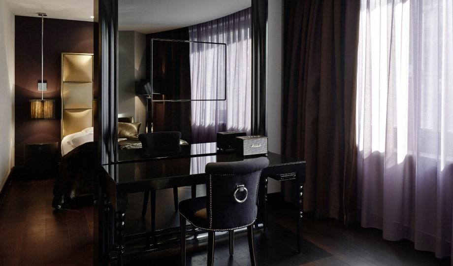 roomers-bedroom-interior-design-M-15-r.jpeg