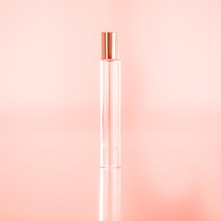 LiV: 1   A Clean Classic Warm Scent    [roman chamomile, rosa, cardamon]