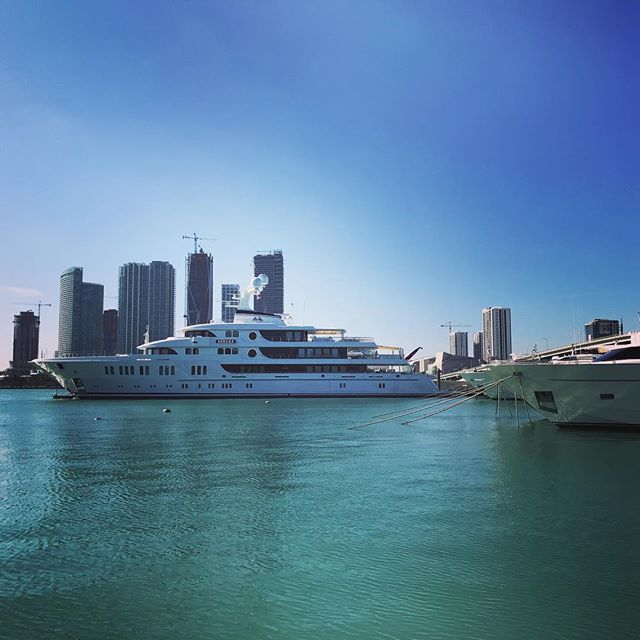 The Superyacht Lifestyle in Miami. Captured by @marinevideopro // #videoagency #miamivideographer #marinemarketing #superyacht #islandgardens #downtown #miami #yachtphotographer