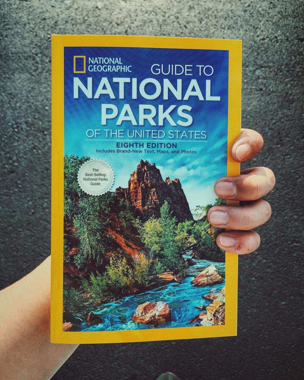 오늘 구입한 내셔널 파크 가이드 북. The National Park guidebook that I purchased today.