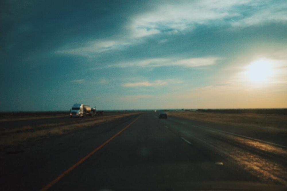 길 위에의 풍경이 한편의 영화를 보는 기분. Feels like I'm watching a film driving on this road.