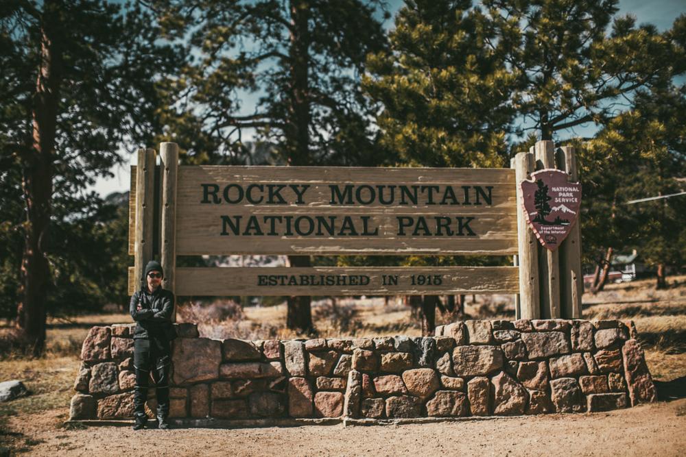 오늘 내가 찾아간 곳은 콜로라도주에 위치한 Rocky Mountain National park 이다. 여행을 준비하던 시기에 내가 꼭 가보고 싶었던 장소 였던 이곳.. 드디어 오게 되었구나.. Today I came to Colorado's Rocky Mountain National Park. I've been wanting to visit this park ever since I started planning my trip.. I'm finally here..