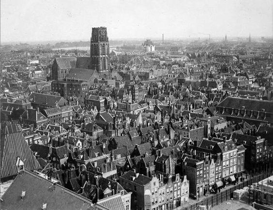 Zicht op de Laurenstoren in 1916