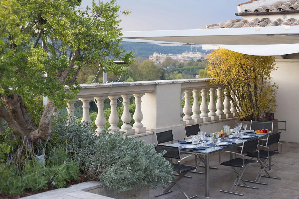 01-Terrazza-privata-Lungotevere-Roma-Studio-Architetti-dei-giardini-Green-Atelier-Roma.jpg