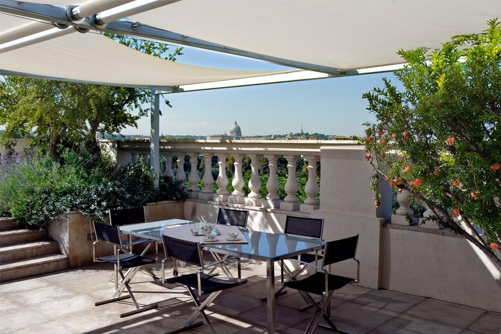 05-Terrazza-privata-Lungotevere-Roma-Studio-Architetti-dei-giardini-Green-Atelier-Roma.jpg