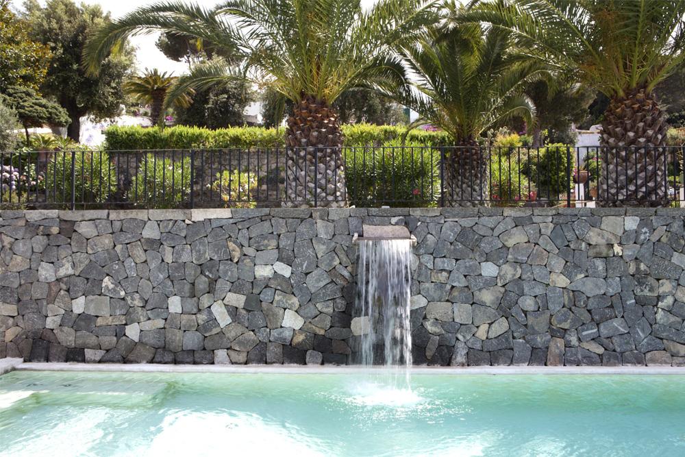 Giardino privato casamicciola sistemazione spazi esterni e realizzazione piscina - Progetto giardino privato ...