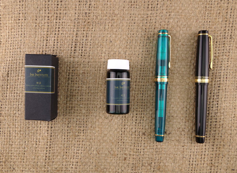 "Sailor ""Maldives"" Pro Gear (Wancher Exclusive); Sailor Pro Gear Black/Gold"