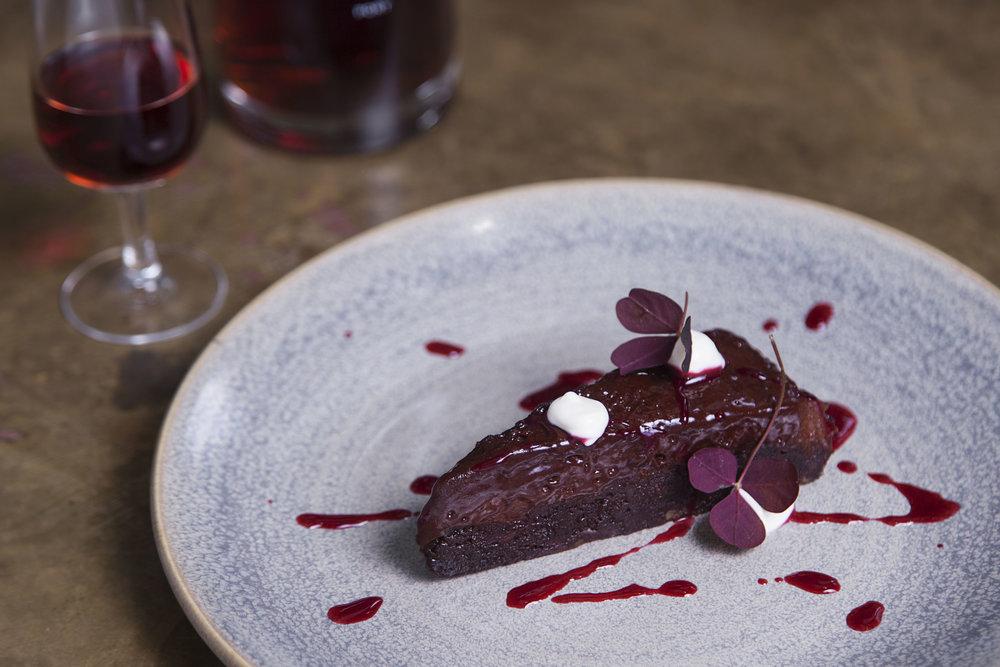 bøf-og-ost_chocolate_cake_rgb.jpg