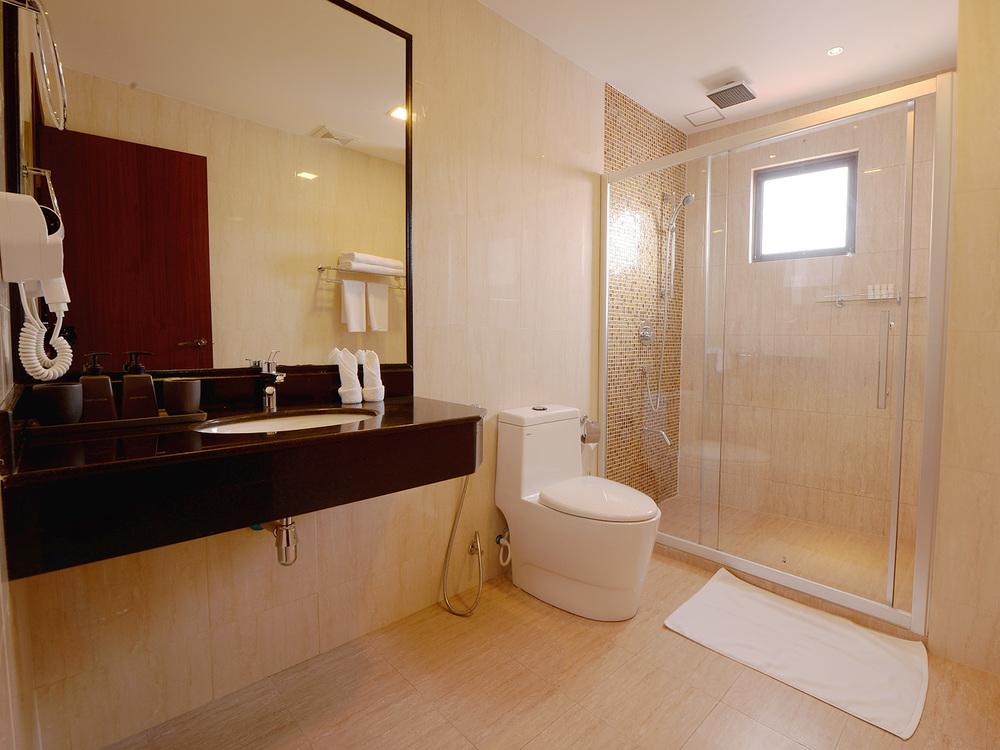 Deluxe  & Executive Room Bathrooms
