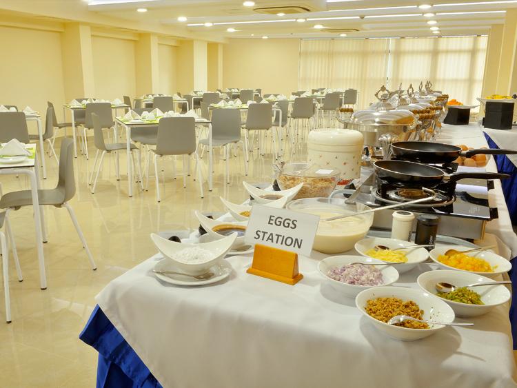 The buffet Breakfast at Farivalhu Restaurant