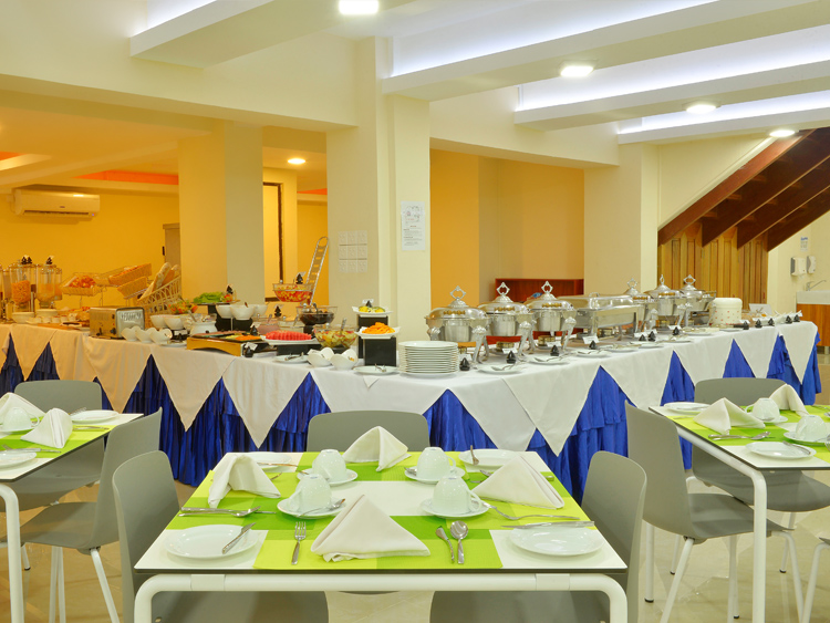 The buffet at Farivalhu Restaurant