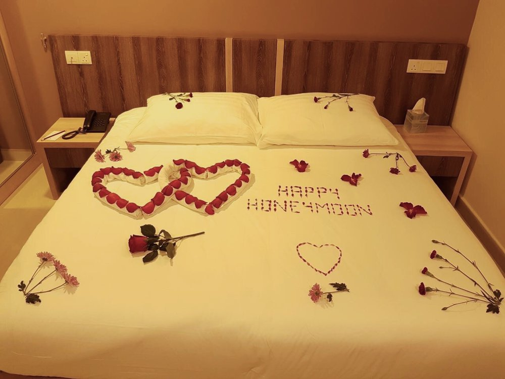 Honeymoon Bed Arrangement
