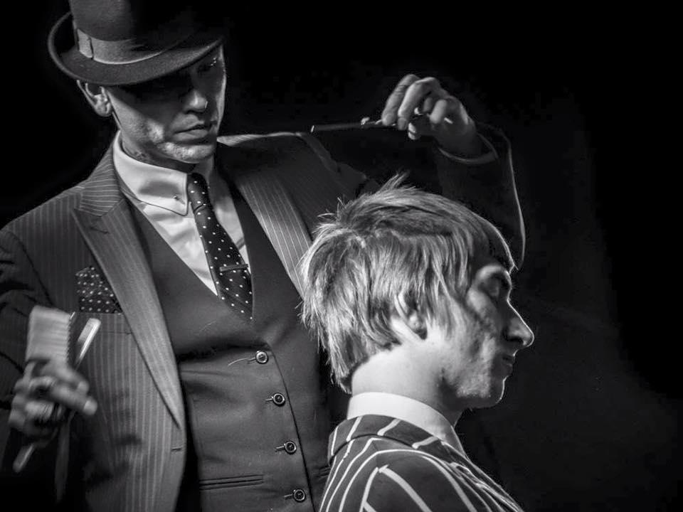 Sid Sottung, een zeerervaren UK barber, heeft de wereld rondgereisd als trainer voor onder andere Vidal Sassoon. Na vele trainingsjaren heeft hij in 2014 zijn eigen Sid Sottung Academy geopend in Engeland en daarmee zijn ambitie vervuld. Tijdens BarberSociety Live presenteert hij zijn nieuwste collectie, genaamd 'Telekinesis'. -
