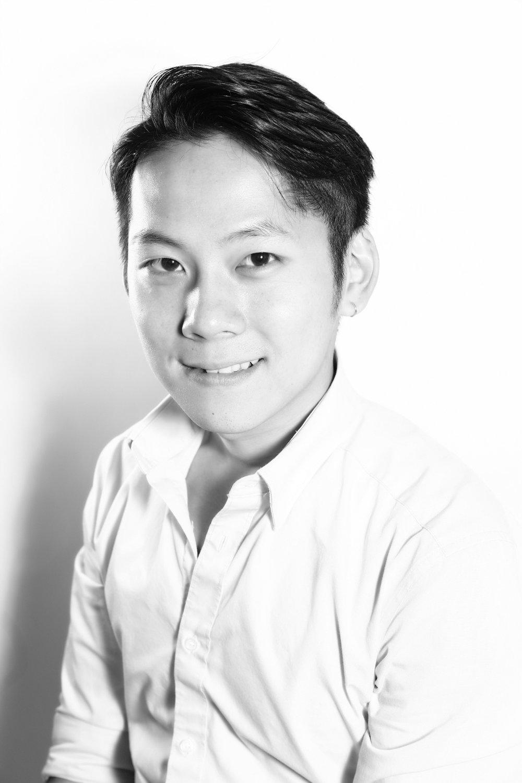 Zen Yip-AHMA (CN/HK)Vanuit Hong Kong worden de chinese kappers Zen Yip en Lok Chan overgevlogen die de AHMA (Asia Hair Masters Association) vertegenwoordigen. Zen Yip heeft aan vele international kapperswedstrijden meegedaan. Hij was winnaar van de vierde en vijfde AHMA Hair Styling Awards in de categorie Creative Design. Hij is gastheer en presenteert een kappers show in China, Taiwan, Indonesië, Maleisië en Hong Kong. Hij wordt gezien als de nieuwe generatie van top haarstylisten en mentoren in Azië.-Ma: show -