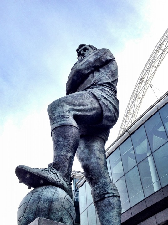 Source: https://pixabay.com/en/statue-football-hero-bobby-moore-495270/