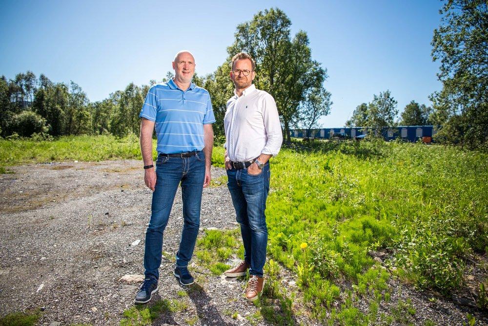 PLANER: Even Liahjell og Odd Harald Eriksen i Einerhagen, har store planer for gode og grønne uteområder i den nye bydelen de planlegger.