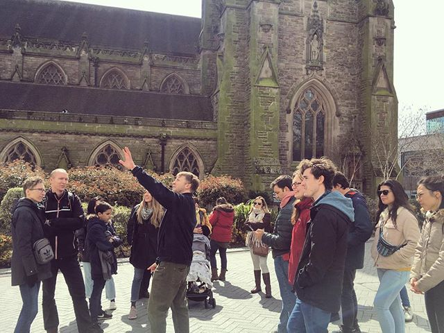 The sun was just starting to peek through at the final stop of the tour today ☀️ 👣 #birmingham #brumisbrill #visitbrum #visitbirmingham #freetour