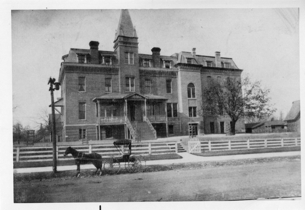 Budlong Hall 1900s.jpg