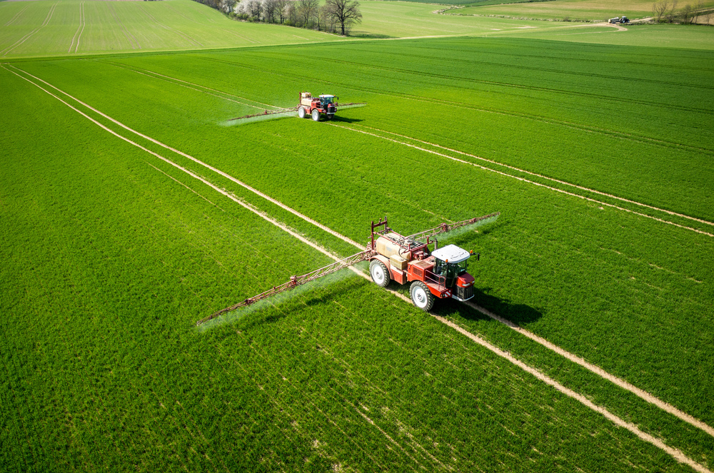 6431985-farming-tractor-spraying-a-field-Stock-Photo-agriculture-tractor-agricultural.jpg