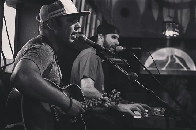 Great to be back at @granite_mountain_brewing to play for so many family and friends! We'll be back again soon 🍻 #prescott #arizona #granitemountainbrewing #family #livemusic #saturdaynight #countrymusic #microbrew #thevoidnation