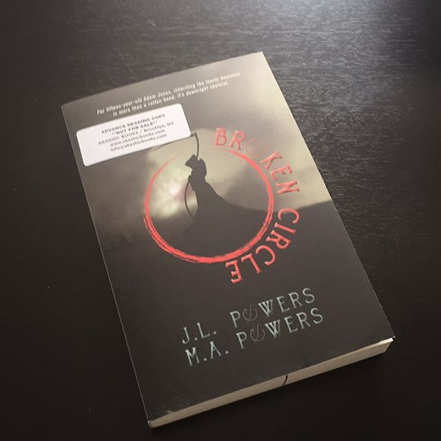 Book mail!! Excited to read this one! Don't worry, I'll write up a review once I'm done so you guys can check it out 😜😂 #bookmail #boomworm #bookish #bookstagram #yalit #bookblogger #bookblog #amreading #tbr #currentlyreading