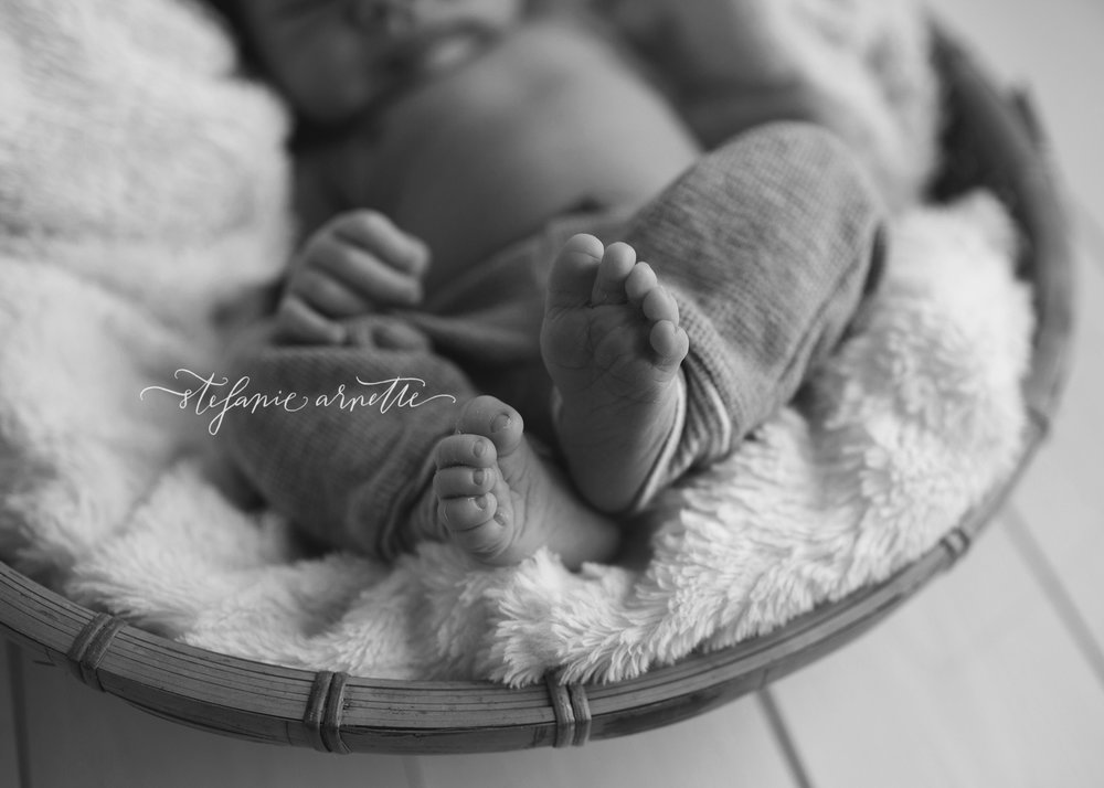 newborn-93bw.jpg